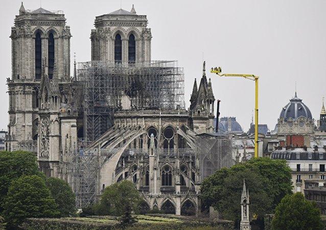 马克龙任命巴黎圣母院重建特别代表