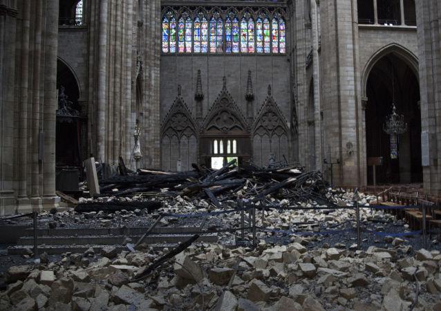 eBay网站爆出出售巴黎圣母院主体结构烧焦碎片的广告