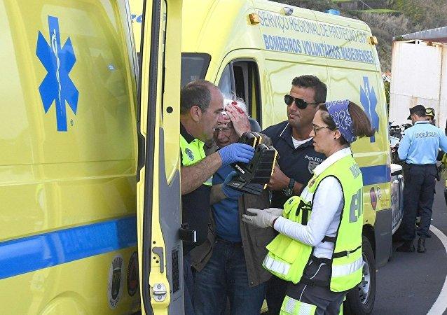17日,一辆旅游大巴在葡萄牙马德拉岛发生交通事故,已造成29人死亡,27人受伤