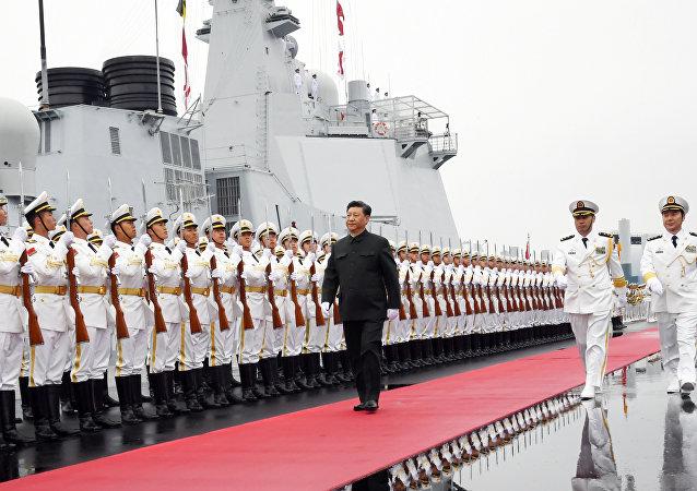 中国举行海军成立70周年海上阅兵活动 习近平检阅中外舰艇编队