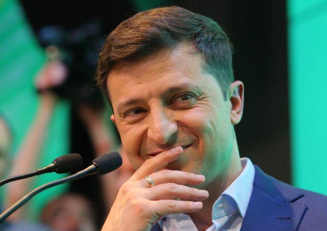 乌克兰总统获赠儿童读物《政治初学者》 他以笑作答