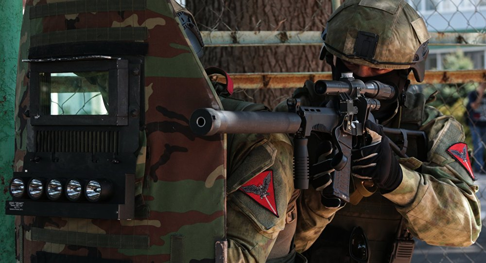俄东部军区分队在远东举行反恐演习