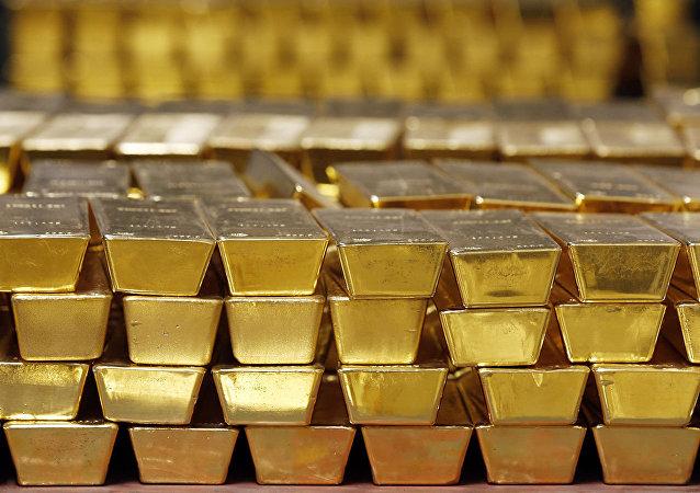 俄科雷马采金者打破黄金开采记录