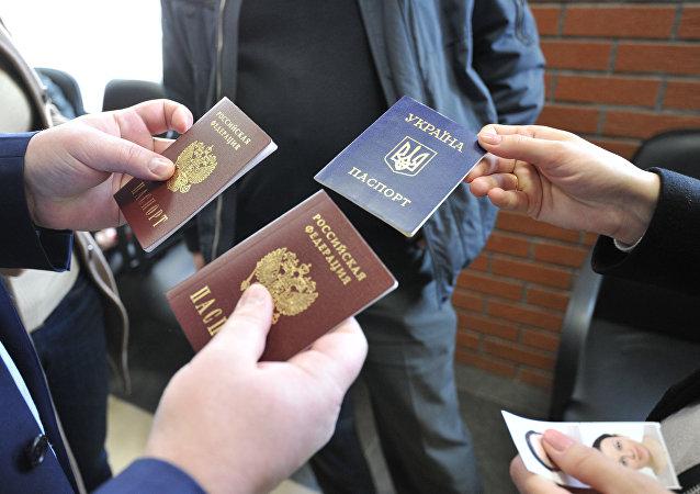 普京简化了向顿涅茨克人民共和国和卢甘斯克人民共和国居民发放俄护照的程序