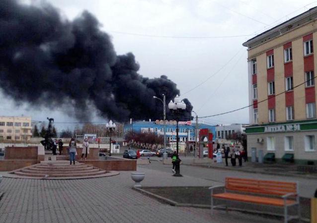 俄紧急情况部:克拉斯诺亚尔斯克国防机械工厂着火房顶发生坍塌