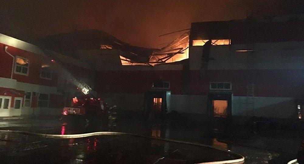 沃罗涅日州配送中心起火 面积达2万平米