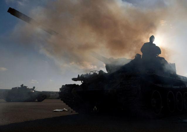 """消息人士:利比亚""""国民军""""空袭乍得武装分子阵地"""