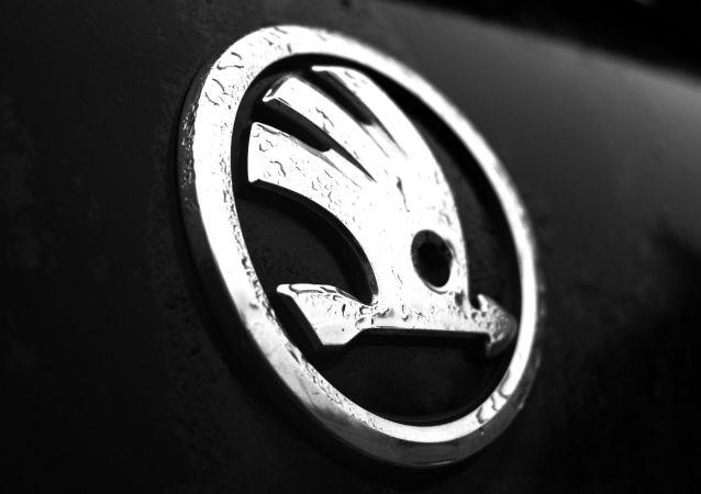科学家发明可同时驾驶两辆汽车的方法