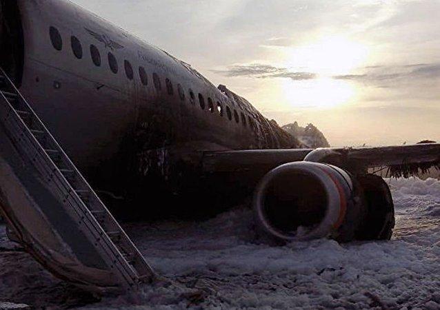 谢列梅捷沃机场紧急情况后有37人生存