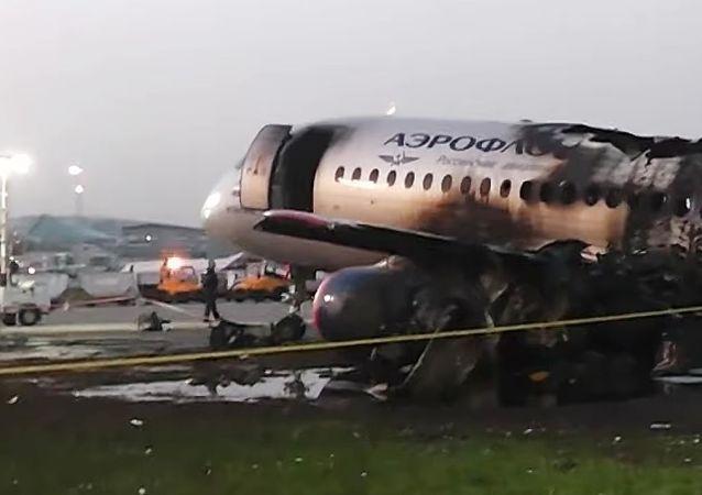 习近平就俄客机起火事故向普京致慰问电