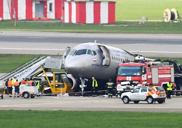 专家:空乘人员以自己的行动挽救了数十人的生命