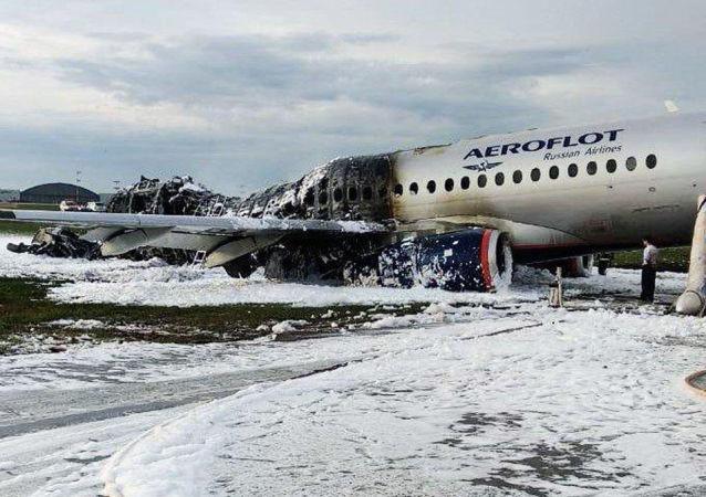 俄侦查人员已着手处理莫斯科机场起火客机的黑匣子