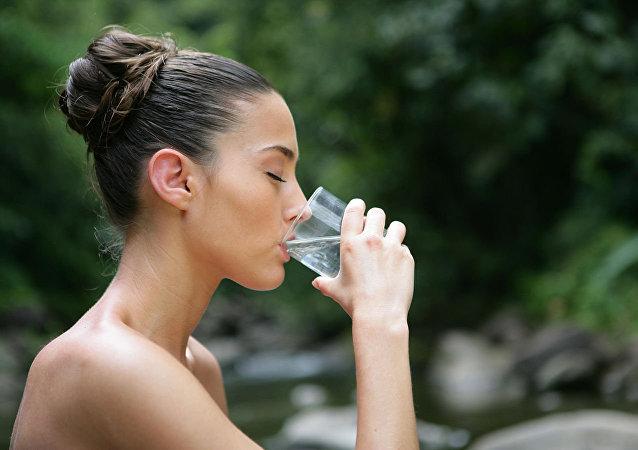 每天喝两升水可能导致中毒