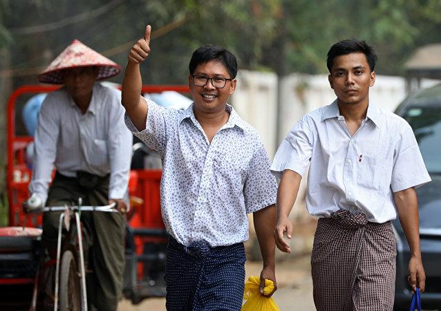 缅甸赦免两名路透社记者