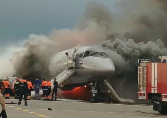 媒体曝苏霍伊超级-100型客机飞行员关键失误