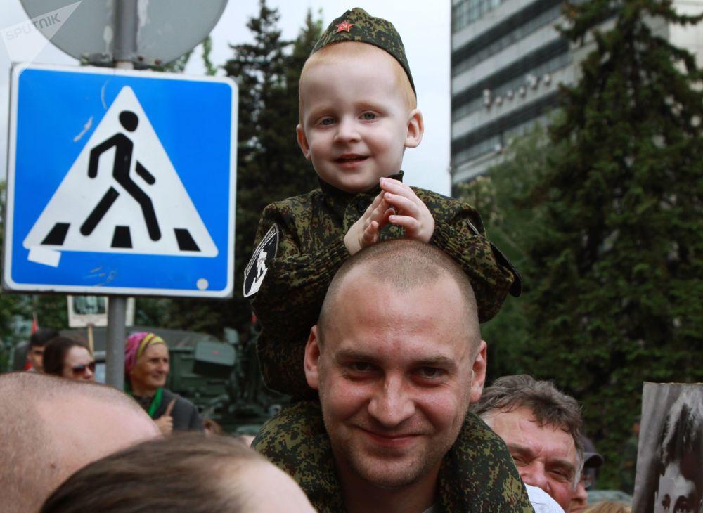 顿涅茨克不朽军团游行活动参与者