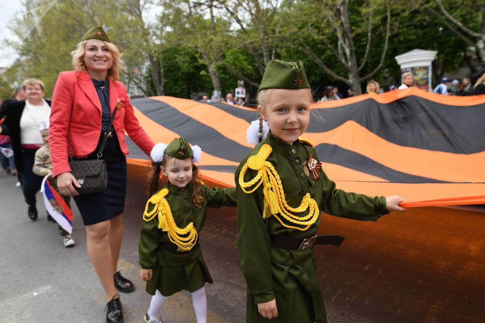 塞瓦斯托波尔不朽军团游行活动参与者