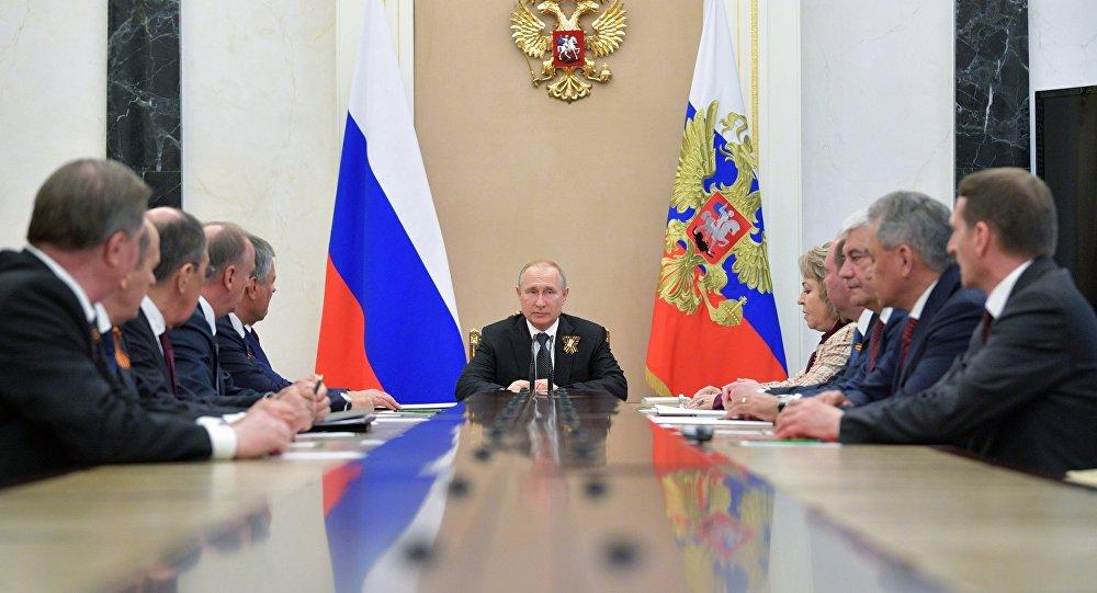 普京与俄联邦安全会议成员讨论伊朗核协议局势