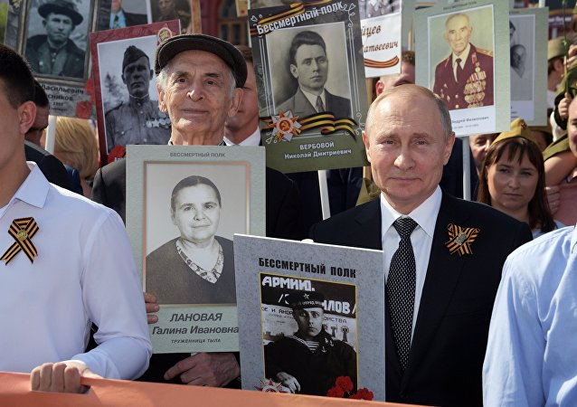 """普京参加在红场举行的""""不朽军团""""游行活动"""