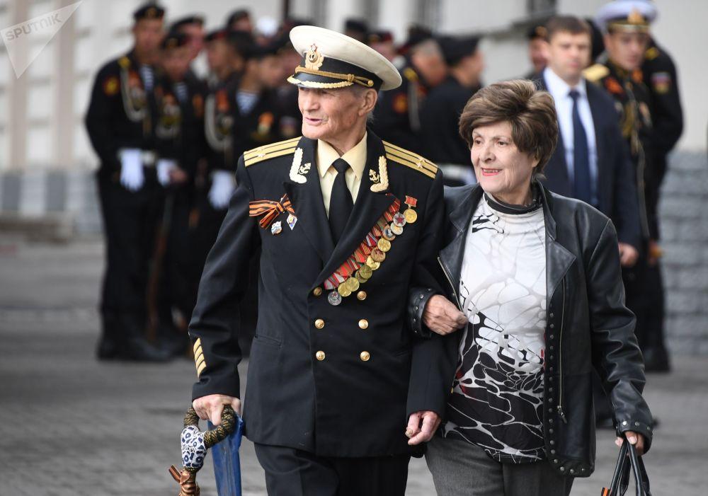 伟大的卫国战争老战士在塞瓦斯托波尔庆祝胜利日