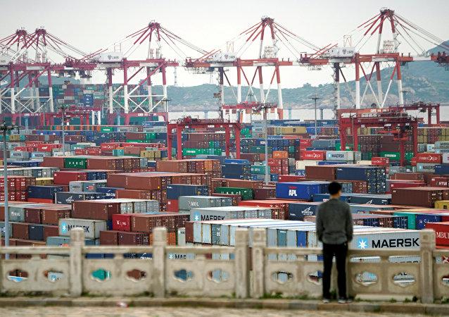 中国今年前5个月的出口下降7.7%,进口下降8.2%