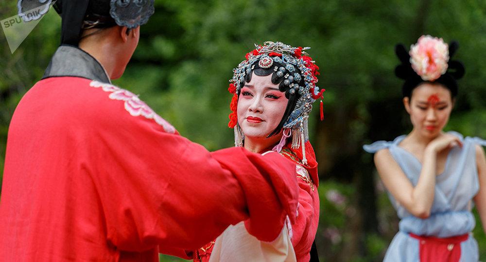 上海张军昆曲艺术中心将在莫斯科池塘上表演