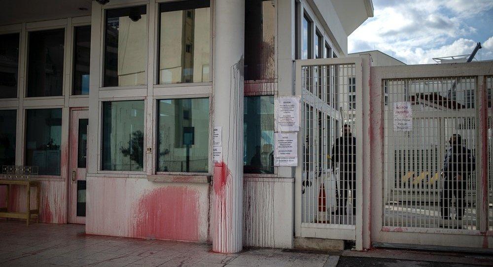美国驻希腊大使官邸被扔颜料