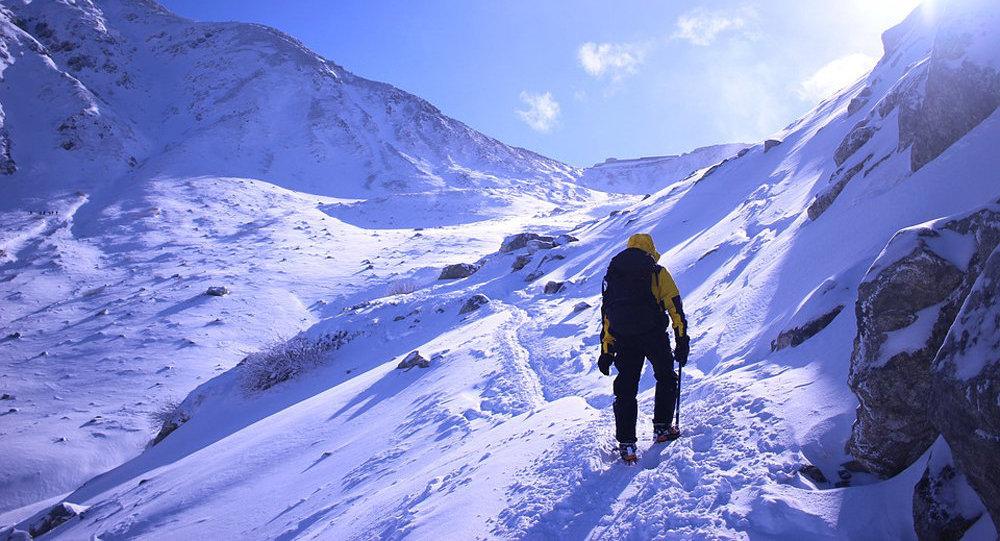 印度登山运动员在攀登世界第三高峰时死亡