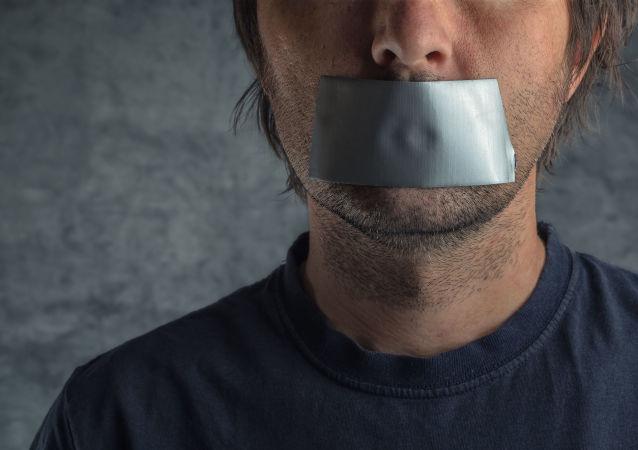 医生建议在疫情背景下的公共场合要多保持沉默