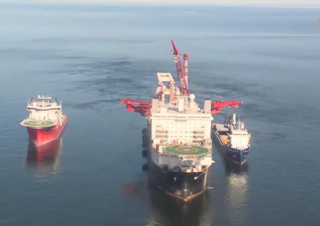 """波罗的海沿岸开始""""北溪-2""""号项目管道铺设工作"""