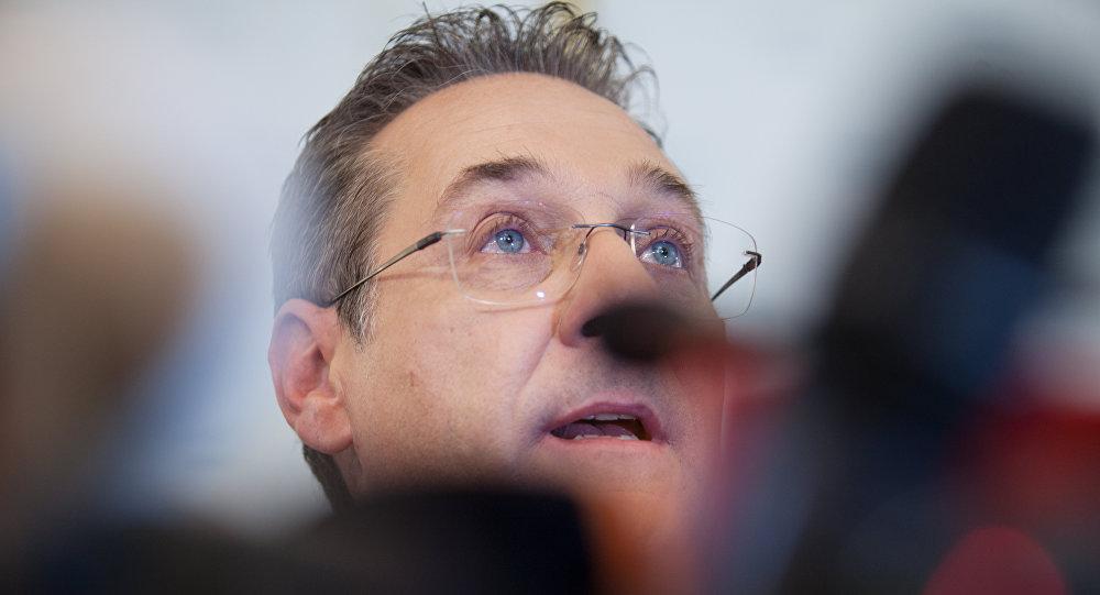 奥地利副总理在视频丑闻后宣布辞职