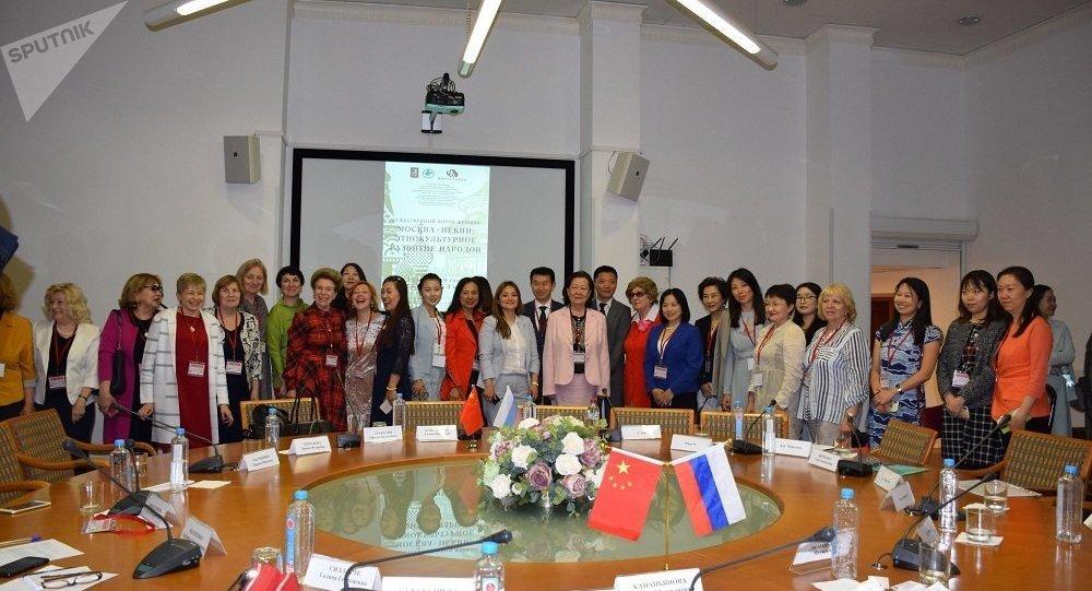 首届中俄妇女论坛在莫斯科举行