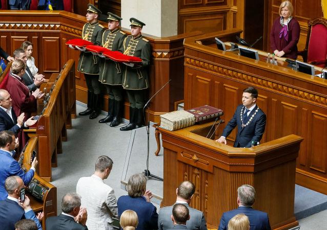 乌克兰新当选总统宣誓并正式就职