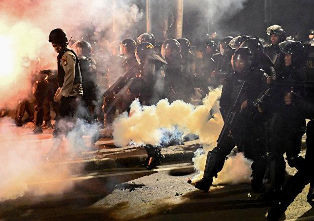 媒体称印尼抗议活动中6死200伤