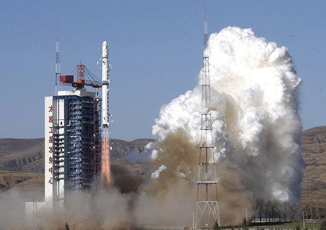 长征四号乙运载火箭(资料图片)