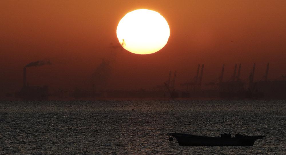 中国籍船只在冲绳石垣岛北部倾覆 日方正在展开救助