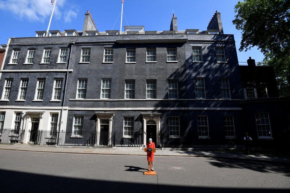 英国首相特雷莎·梅在伦敦发表辞职声明。