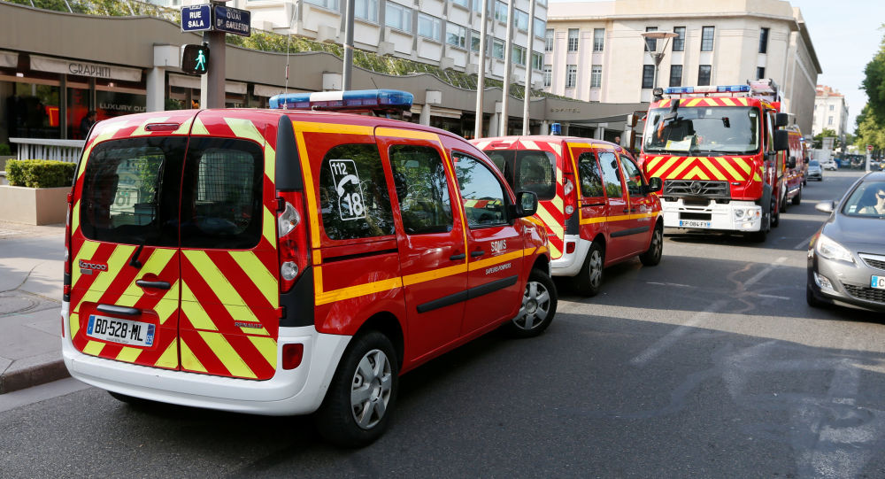 外媒:法国里昂爆炸案的爆炸装置为配备有遥控系统的行李箱