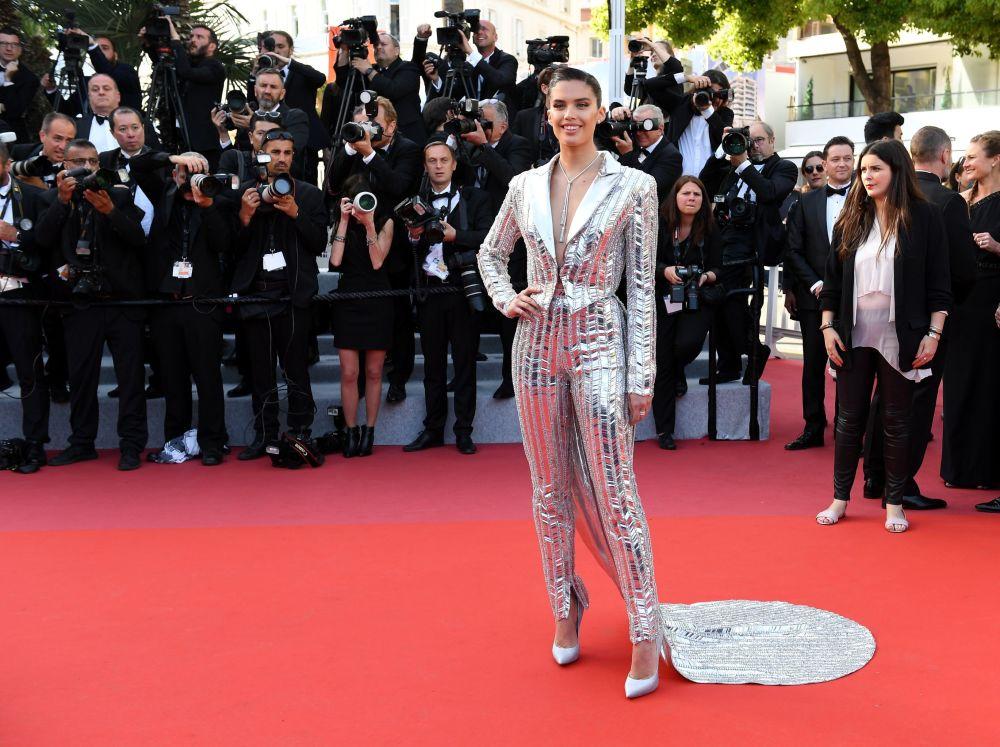 第72届戛纳国际电影节电影《火箭人》首映式红毯上的名模莎拉·桑帕伊奥