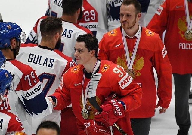 俄罗斯冰球队运动员在点球大战中击败捷克队获铜牌