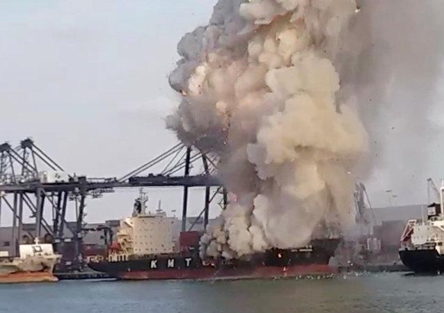 泰国港口25日爆炸事件原因为有毒化学品自燃