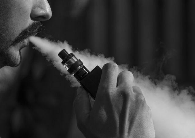 俄肿瘤学家介绍吸电子烟和水烟的后果