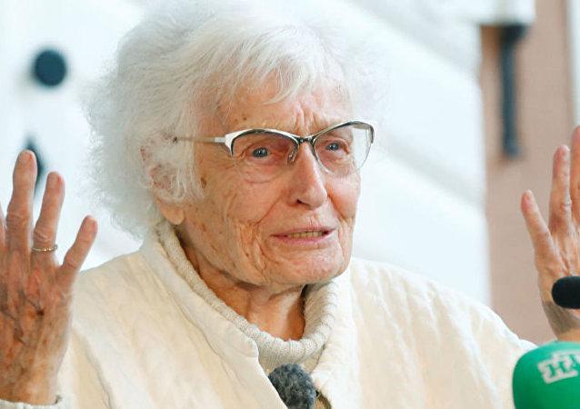 德国一名百岁老人丽瑟尔·海瑟