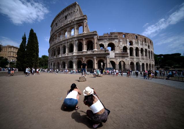 意大利宣布年底前对游客关闭边境