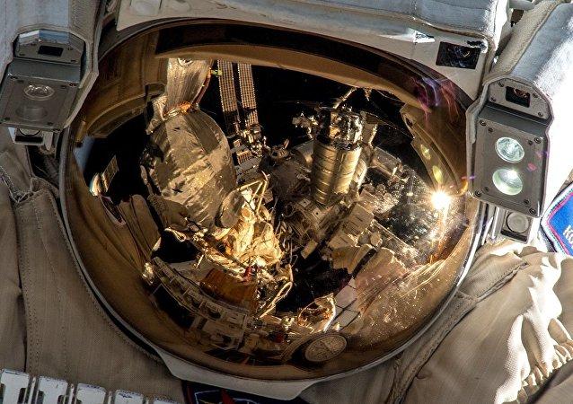 俄罗斯宇航员已进入开放太空