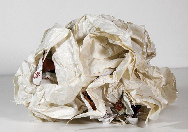 美国一女子收到45年前自己放到漂流瓶中信件的回信