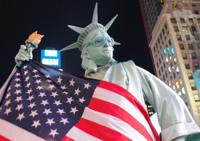 """美国教授:美国是""""衰落的超级大国"""""""
