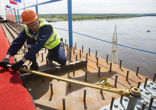 俄总统顾问:俄中跨境大桥将破除物流瓶颈