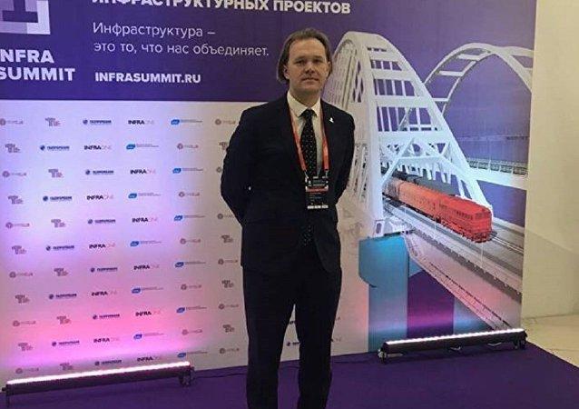 俄罗斯分析信用评级机构总经理泽列泽茨基(资料图片)