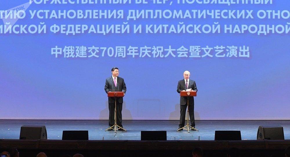 习近平:新时代的中俄关系要拉紧共同利益纽带 构建中俄互利合作新格局